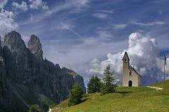 Chiesa sulle alpi Immagine Stock Libera da Diritti
