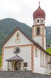 Chiesa in Tirolo, Austria del paesino di montagna Immagini Stock