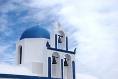 Chiesa tre Belhi della cupola di Santorini Fotografie Stock