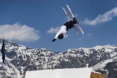 CHIESA VALMALENCO: Freestyle Ski FIS European Cup, athlete jump Royalty Free Stock Images