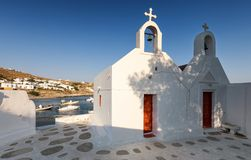 Chiese cycladic tradizionali in Agios Ioannis su Mykonos immagini stock
