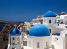 Chiese del villaggio di OIA, Santorini, Grecia Fotografia Stock