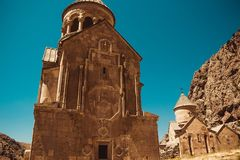 Chiese di Surb Astvatsatsin e di Surb Karapet, Noravank Cultura armena Concetto di architettura posto di pellegrinaggio Backgrou  Immagini Stock