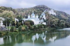 Chiese di Sviatohirsk Lavra fotografia stock libera da diritti