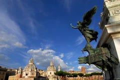 Chiese gemellate a Roma con il bello cielo Fotografie Stock