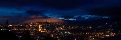 Chieti por noche Fotografía de archivo
