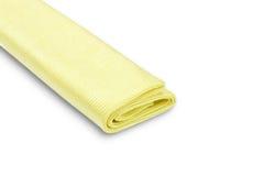 Chiffon jaune de microfiber d'isolement sur le fond blanc Photos libres de droits