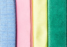 Chiffon multicolore de microfiber sur le fond blanc Photos libres de droits