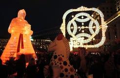 Chiffre énorme de glace d'une femme à Moscou La poupée de Maslenitsa Photos stock