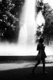 Chiffre brouillé d'une femme en noir et blanc Photo libre de droits