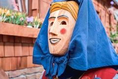 Chiffre de carnaval avec le capot bleu image libre de droits