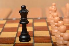 Chiffre de la Reine sur l'échiquier avec des gages dans la ligne Image libre de droits
