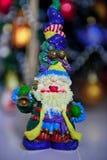 Chiffre lumineux de Santa Claus avec une cloche Image stock