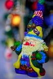 Chiffre lumineux de Santa Claus avec une cloche Photographie stock libre de droits