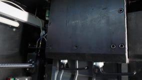 Chiffre moderne macro d'impression de l'imprimante 3D de plan rapproché Imprimante 3d tridimensionnelle automatique dans le labor banque de vidéos