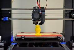 Chiffre moderne plan rapproché d'impression de l'imprimante 3D Image stock