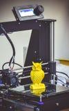 Chiffre moderne plan rapproché d'impression de l'imprimante 3D Photographie stock libre de droits