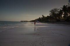 Chiffre solitaire sur la plage dans Michamwi-Pingwe Zanzibar, Image stock