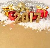 chiffres de 2017 ans et décorations d'or de Noël Image libre de droits