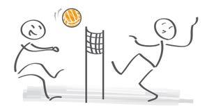 Chiffres de bâton palying le volleyball sur la plage Photographie stock