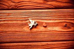 Chiffres en bois des coeurs et du cupidon, ` s de Valentine Images stock