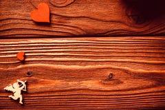 Chiffres en bois des coeurs et du cupidon, ` s de Valentine Image libre de droits