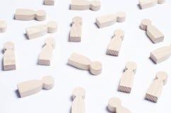 Chiffres en bois des personnes sur un fond blanc Le concept de s Photo libre de droits