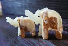 Chiffres en pierre de bonheur fait main d'éléphants ! Chiffres en pierre de bonheur fait main d'éléphants ! Image libre de droits