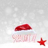 Chiffres et chapeau blancs de Santa, décorations de Noël Photographie stock libre de droits