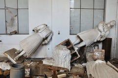 Chiffres héroïques de statues cassées Photos stock