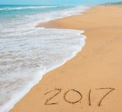 Chiffres 2017 sur le sable Photos stock