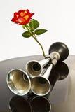 Chifre de automóvel, e uma rosa. Fotos de Stock Royalty Free