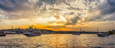 Chifre dourado de Istambul no por do sol Fotos de Stock