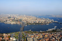 Chifre dourado, a ponte de Atatürk. ISTs Imagens de Stock