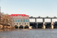 Chigirinsky hydroelektryczna stacja lokalizowa? na rzece zdjęcia royalty free