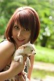 Chihuahua με το κορίτσι Στοκ εικόνες με δικαίωμα ελεύθερης χρήσης