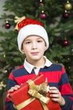 Chikd de Noël avec la boîte actuelle photo libre de droits