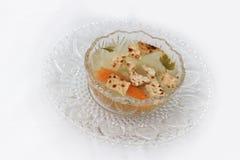 Chiken汤和Matzah在传统逾越节食物上添面包 库存照片