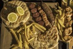 chiken meat soutzouki och korv på en pinne royaltyfri fotografi