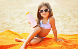 Child on the beach in the summer. And sunscreen skin Royalty Free Stock Photos