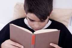 Child in bed reading Stock Photos