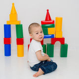 Child builds a tower of cubes Royalty Free Stock Photography