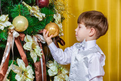 Child decorating the Christmas tree Royalty Free Stock Images