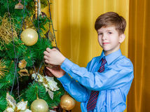 Child decorating the Christmas tree Stock Photography
