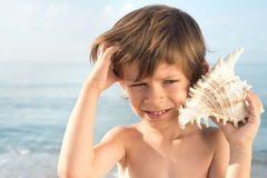 Child does not understand the sound of the conch Stock Photography