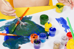 Child draws paint on a sheet Royalty Free Stock Photos