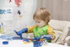 The child draws Royalty Free Stock Images