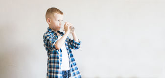 Child drinks pure water Royalty Free Stock Photos