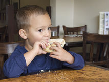 Child eating cake Royalty Free Stock Photos