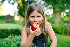 Child eating a red apple Royalty Free Stock Photos